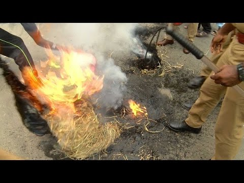 Cauvery Issue - Effigies Of Modi And Siddaramaiah Are Burned In Chennai