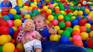 ✔ Кукла Ненуко и Ярослава играют в Парке Аттракционов / Nenuco doll is playing in Amusement Park ✔
