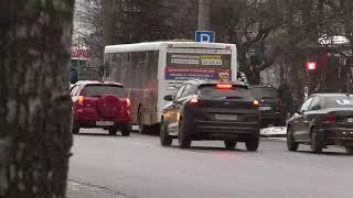 Кировские улицы обрабатывают противогололедным материалом