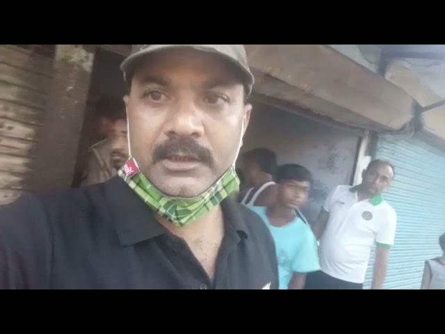 तुलसीपुर नई बाज़ार रेलवे क्रासिंग के पास ईदगाह की गली में हैदर सोनी के दुकान का शटर तोड़ कर हुई लाखो