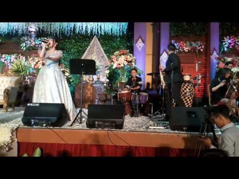Kalung emas via vallen with Avalanche Light Orchestra