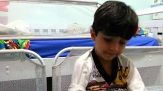 Lucas rezando por dr. Carlos Augusto