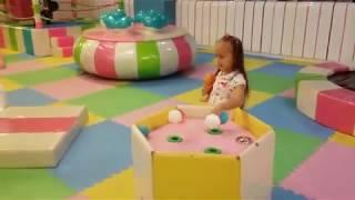 VOLOG Мелисса в ДЕТСКОЙ ИГРОВОЙ КОМНАТЕ Бассейн с шариками Развлечения для детей Nursery Rhumes Song