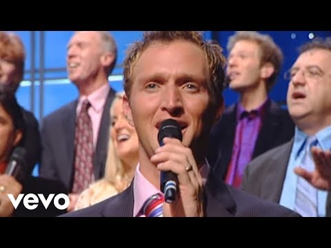 Bill & Gloria Gaither - Angels We Have Heard On High/Hark! the Herald Angels Sing (Medley) [Live]