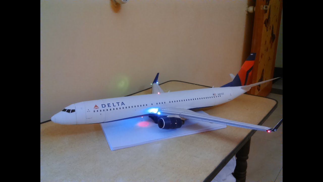 Papercraft Delta 737-900 with LED LIGHTS paper model