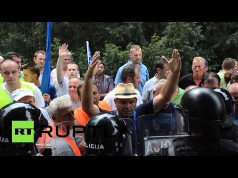Bosnia and Herzegovina: Protesters scuffle with police over EU labour reforms