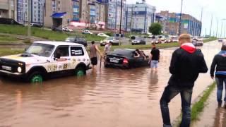 Потоп в Ижевске, ул.И.Закирова (05.07.2014). Вода в салоне авто.