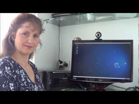 Mum tries out Debian 6.0.6 with Gnome 2 (2012) [Compiz tried at the end]