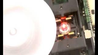 Načítání DVD v mechanice