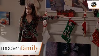 Haley Tells the Family – Modern Family