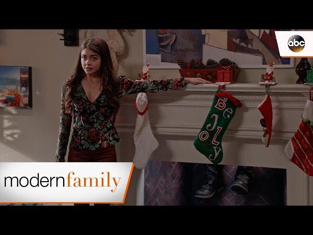 Haley Tells the Family – Modern Family