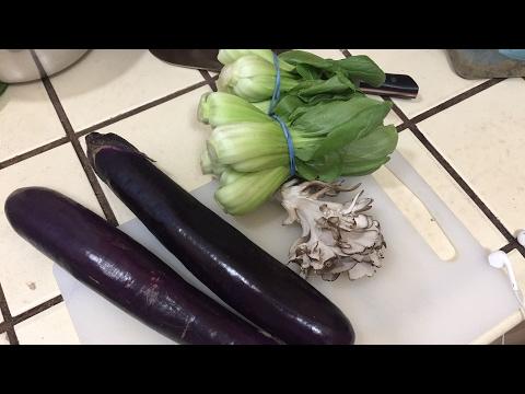 Cooking eggplants and maitake mushroom
