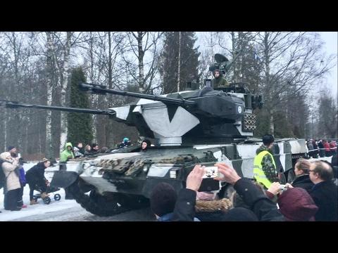 Finnish army Leopards, BMPs, Gvozdikas // 1/17 valan ohimarssin kalustoa