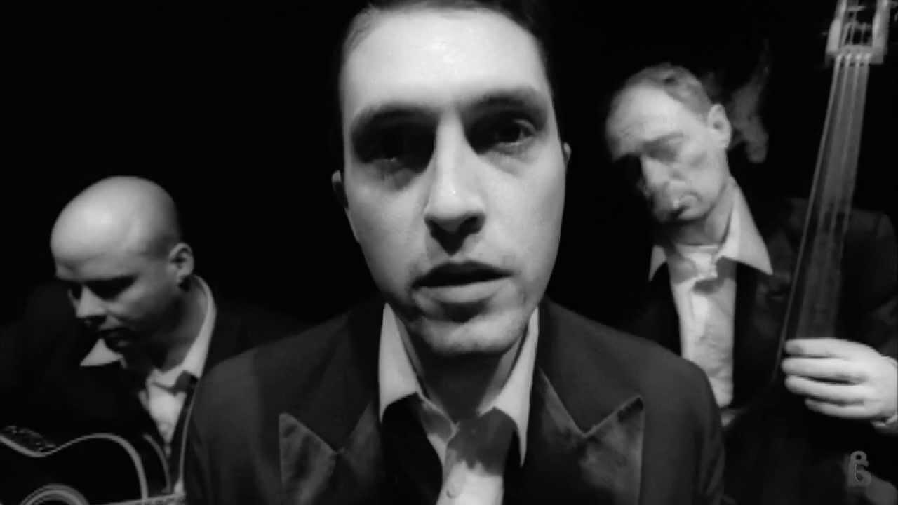 akos-keresem-az-utam-2000-official-video-akoxvid