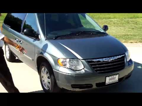 Town And Country Honda >> 2005 Chrysler Town Country Touring For Sale At Honda Cars Of Bellevue Omaha S Honda Giant