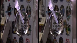 Astronauts Play With a Water Bubble in Space | Cross Eye 3D Video