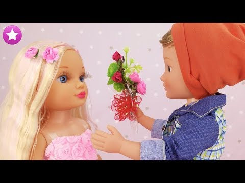 Historias de Juguetes Nancy recibe un ramo de flores de Lucas Ni te imaginas por qué Muñecas Barbi