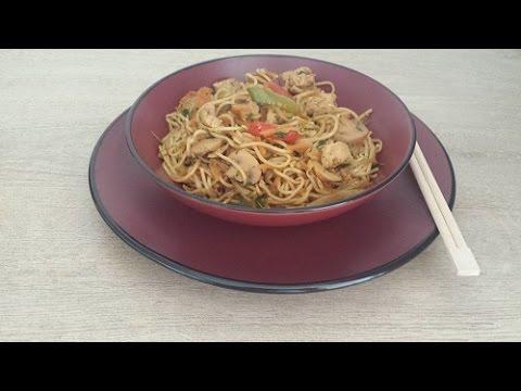 nouilles-chinoises-sautées-aux-légumes-&-poulet