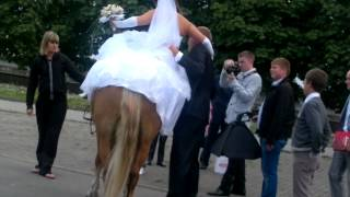 2012 08 11 на Канта жених обнимает невесту )))))