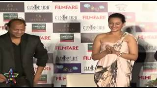 Sonakshi Sinha Adjust Her Bra Onstage