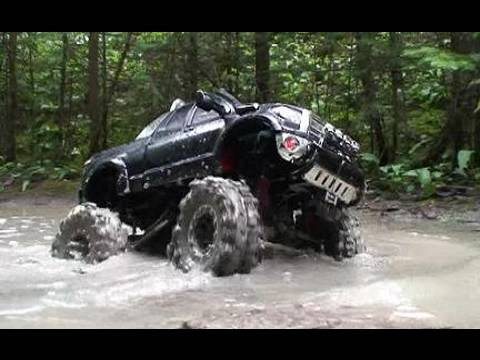 RC ADVENTURES - MUDDiNG with a CUSTOM TAMIYA TUNDRA HIGH LiFT iN the SWAMP