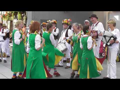 Chelmsford Morris Ladies - Carr Lodge at The Tower Of London