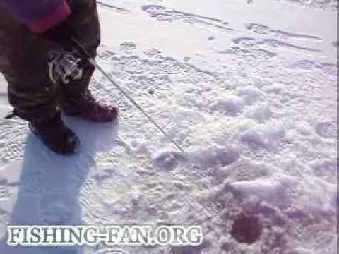 как ловить на балансир зимой - YouTube