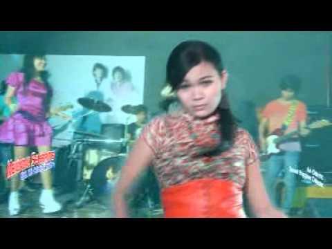 Vie Cotok Feat Cici Sahara - Mendadak Selebritis