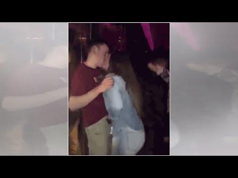 Filman a cachondos que no aguantan la calentura y realizan oral en fiesta (VIDEO)