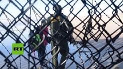 Migrantes detenidos despus de cruzar la frontera de EE.UU. desde Tijuana