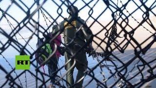 Migrantes detenidos después de cruzar la frontera de EE.UU. desde Tijuana