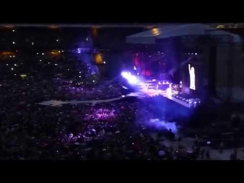 Rihanna @ Twickenham Stadium (London) - Umbrella