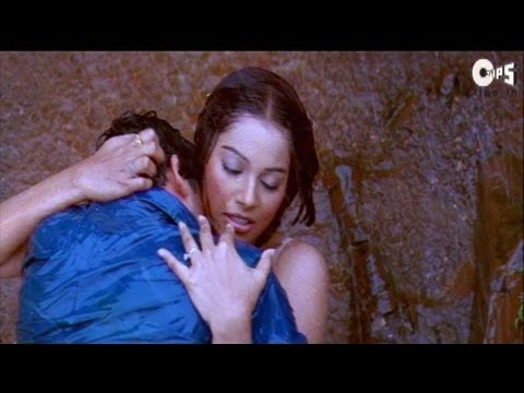 Kissing Scene - Bipasha And Aftab Kissing In Rain - Footpath thumbnail