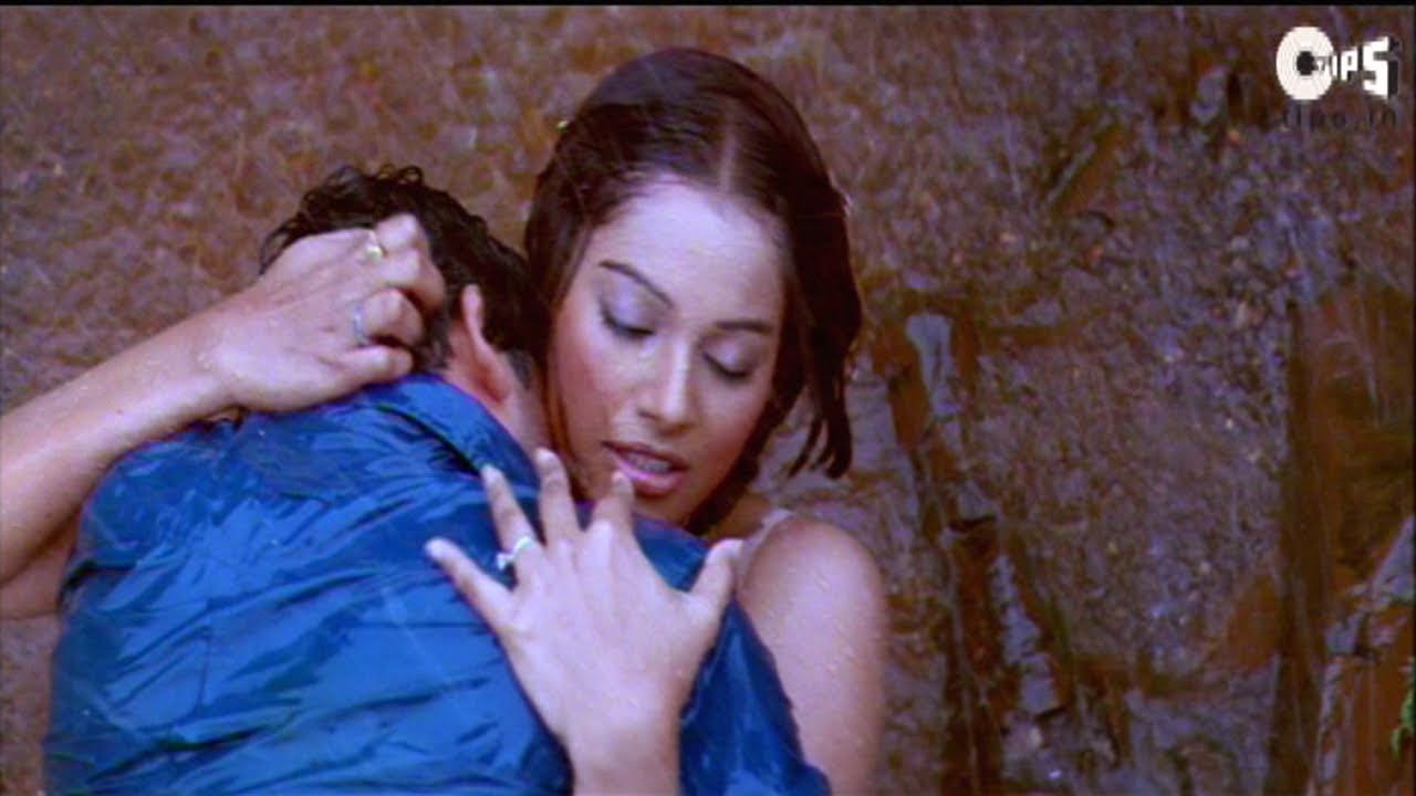 Kissing Scene  Bipasha And Aftab Kissing In Rain