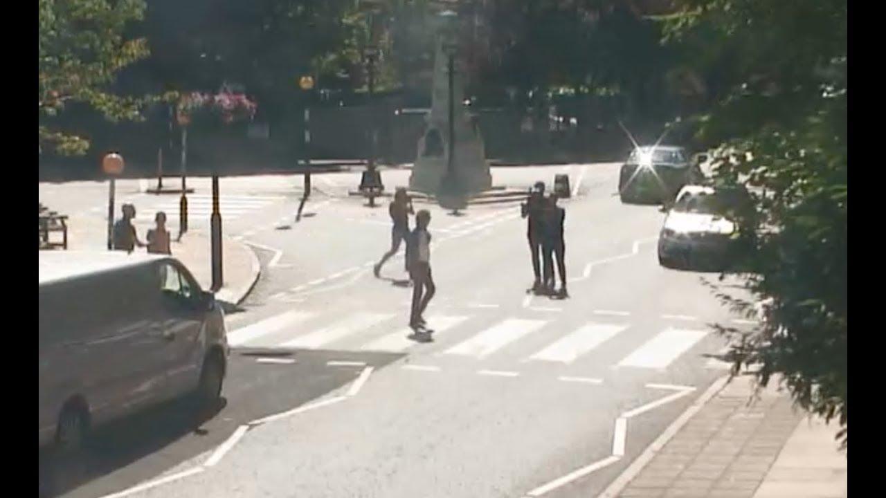 paul mccartney crossing abbey road webcam abbey road at 10am59