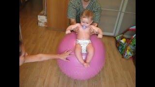 Гимнастика   для    детей   до  1 года . Упражнение  на фитболе. (Артем 7 месяцев)(классический массаж#гимнастика для детей#гимнастика#грудные дети#доктор#массажист#массаж поясничного..., 2016-03-11T00:26:36.000Z)