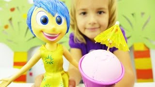 Видео для девочек с игрушками. Мороженое и лимонад для куклы Радость