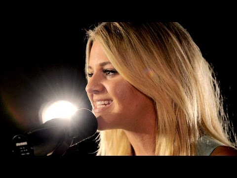 Kelsea Ballerini country star performs 'Love Me Like You Mean It' | Billboard Studio 2016