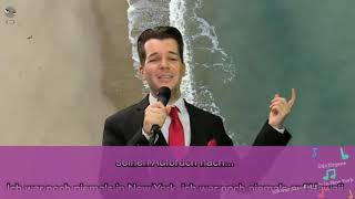Wolfgang M. Schmitt singt Ich war noch niemals in New York - RocketBeansTV