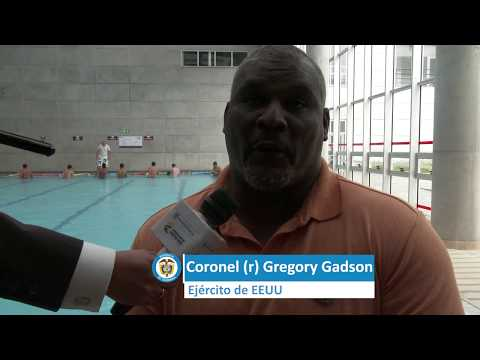 Visita del Coronel r Gregory Gadson al Centro de Rehabilitación Inclusiva