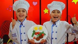 Готовим завтрак из пластилина Плей до. Готовим яичницу. Play doh. Детский канал Расти вместе с нами.