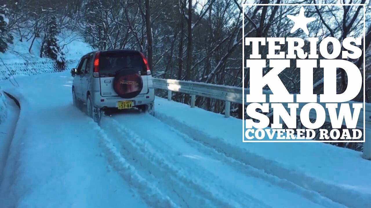 terios kid Snow covered road