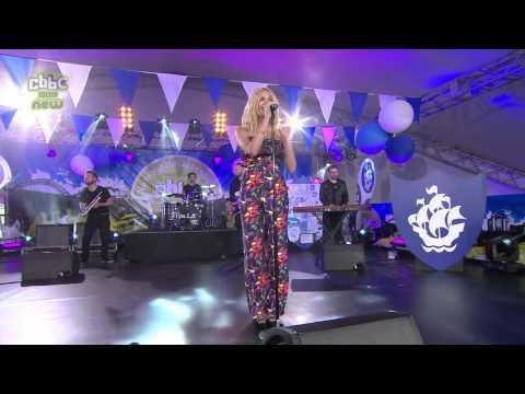 Pixie Lott - Lay Me Down (Live @ Blue Peter)