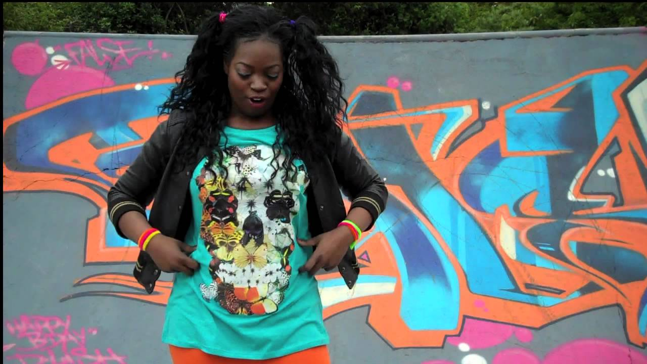 Dress up for Jubilee 90s woman style - YouTube