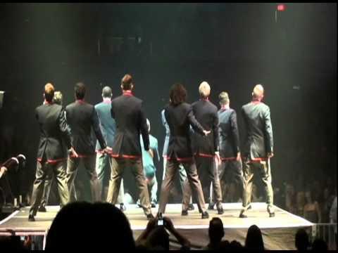 Glee Live Chicago 6-4-11 Warblers - Teenage Dream.avi