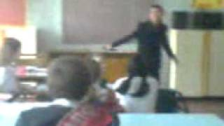 Танцы на уроке музыки