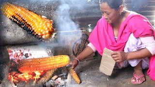 Wow !! Village Lifestyle of Nepal - Really COOL || Maize Searing in fire for breakfast ||