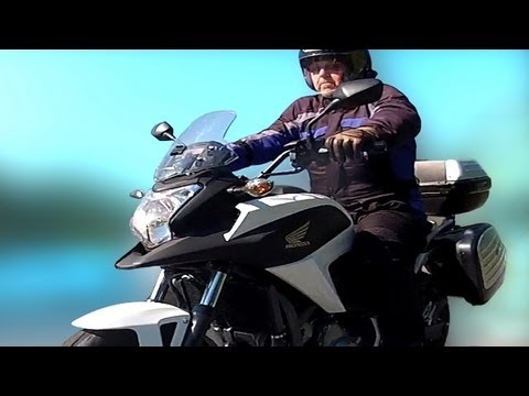 Honda nc700x Review, Fuel Test, MPG, Range, DCT, dual clutch transmission.