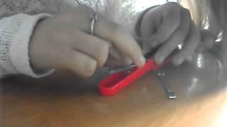 Ангелина пытается починить степлер