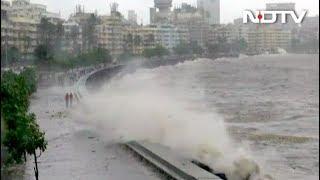 मुंबई में बारिश के साथ हाई टाइड, 5 मीटर ऊंची उठीं लहरें